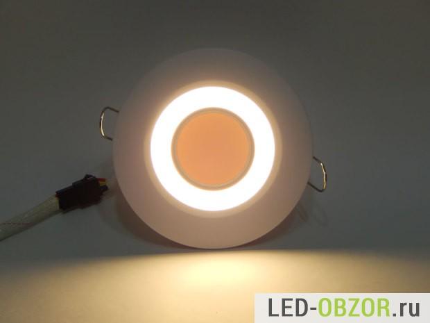 Работает подсветка для потолка, теплый белый свет