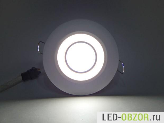 Подсветка и основной, нейтрально белый + теплый белый